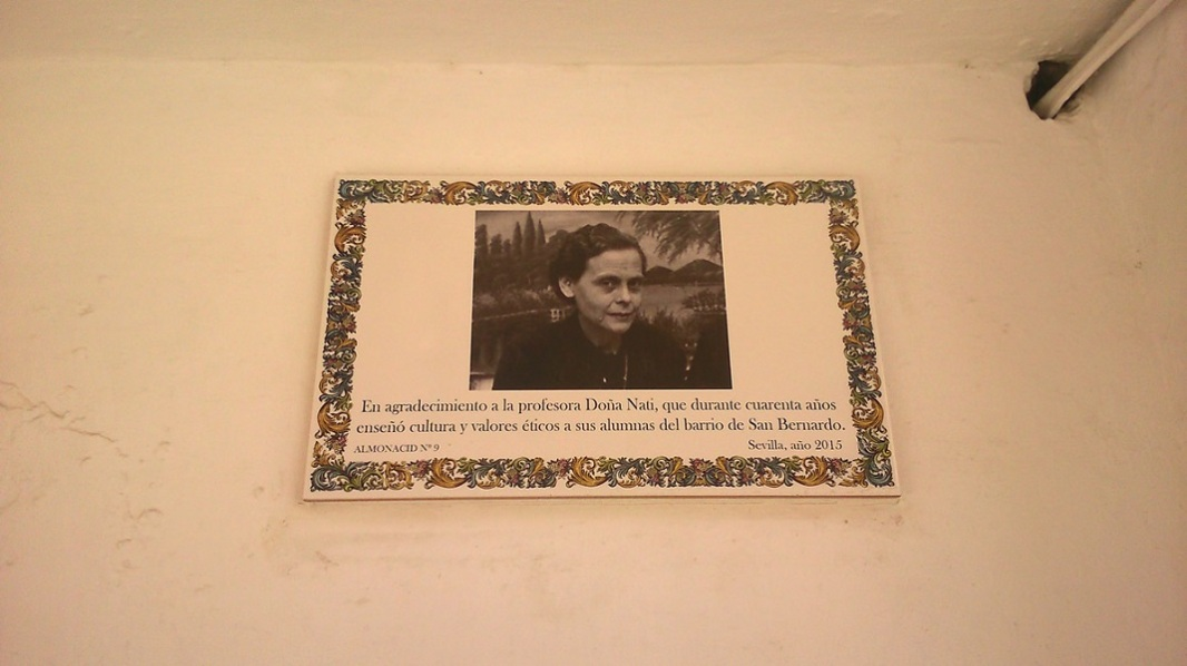Doña Nati taught children of poor families who couldn't afford schooling for forty years in the Barrio (neighbourhood) de San Bernardo.